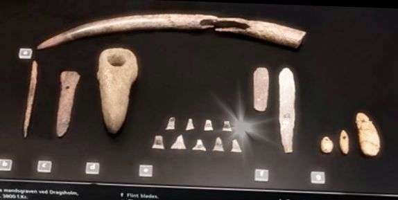 Grave Gifts in man's grave from  Neolithic at Dragsholm