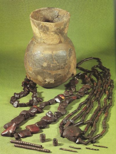 Amber beads and copper jewelry from the Funnel Beaker culture from a bog find at Årupgård near Horsens.
