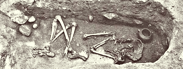 Inhumation graves from Roman Iron Age at Hjadstrup