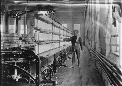 Mule spinning room in Chace Cotton Mill i Bulington England
