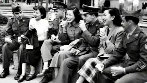 American soldiers socialize with young Japanese women