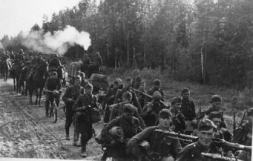 German soldiers on the march in Russia June 1941