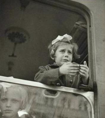 Children of Jewish descent from Czechoslovakia on their way to England