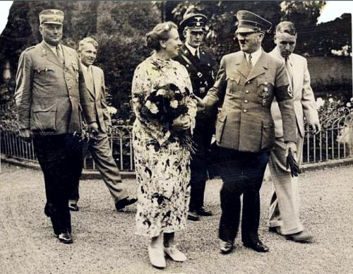 Adolf Hitler meets Winifred Wagner, widow of Richard Wagner's son Sigfried, arriving at the opening at the Bayreuth Wagner Festival